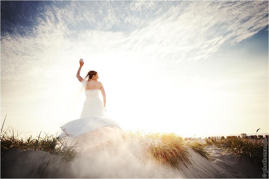 Hochzeitsfotograf Oldenburg: After Wedding Shooting für schöne Hochzeitsportraits am Strand der Nordsee (13)