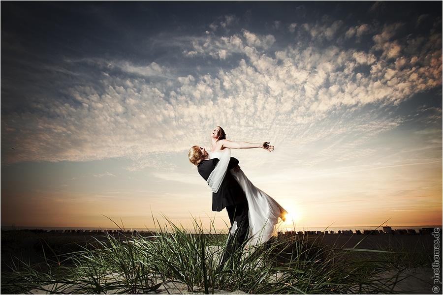 Hochzeitsfotograf Oldenburg: After Wedding Shooting für schöne Hochzeitsportraits am Strand der Nordsee (16)