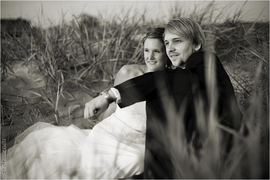 Hochzeitsfotograf Oldenburg: After Wedding Shooting für schöne Hochzeitsportraits am Strand der Nordsee (18)