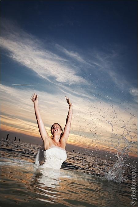 Hochzeitsfotograf Oldenburg: After Wedding Shooting für schöne Hochzeitsportraits am Strand der Nordsee (23)