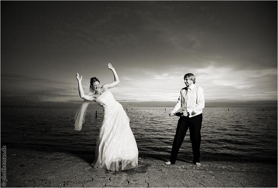 Hochzeitsfotograf Oldenburg: After Wedding Shooting für schöne Hochzeitsportraits am Strand der Nordsee (24)