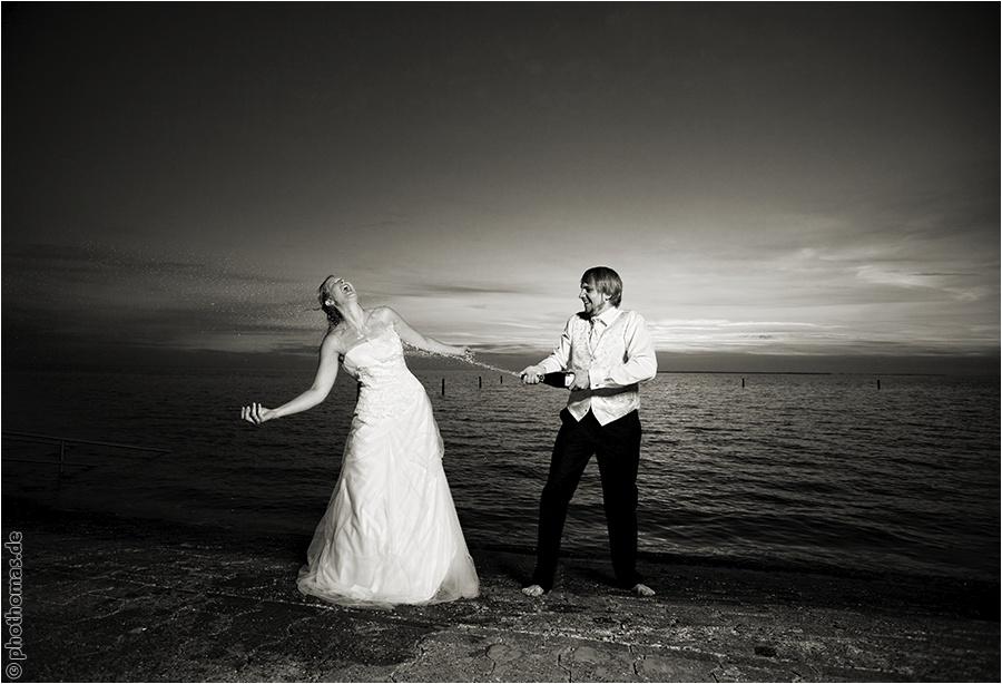 Hochzeitsfotograf Oldenburg: After Wedding Shooting für schöne Hochzeitsportraits am Strand der Nordsee (25)
