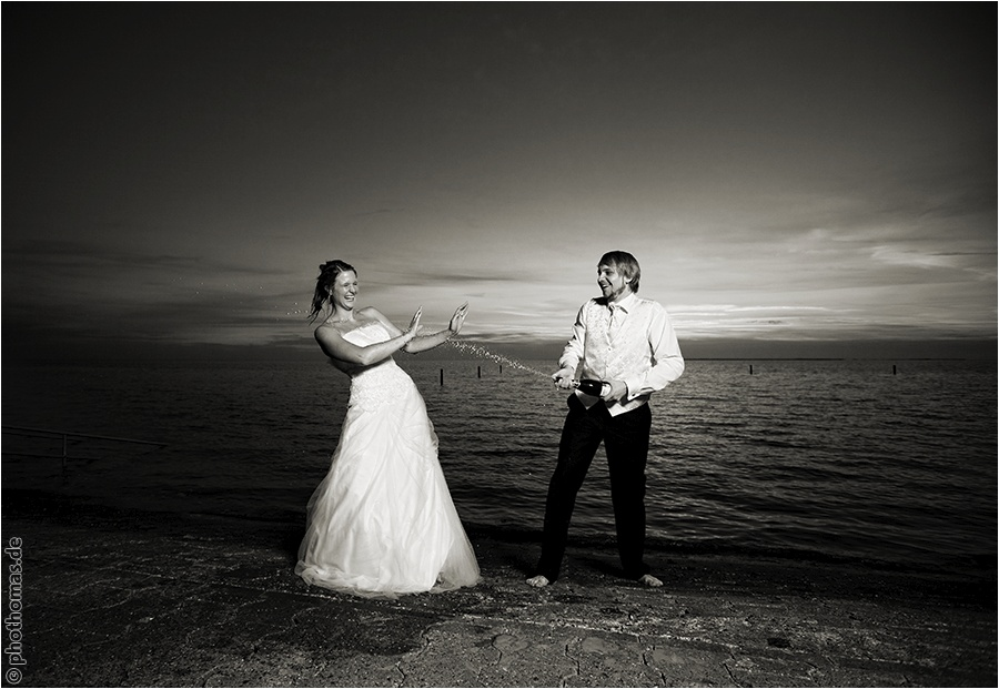 Hochzeitsfotograf Oldenburg: After Wedding Shooting für schöne Hochzeitsportraits am Strand der Nordsee (26)