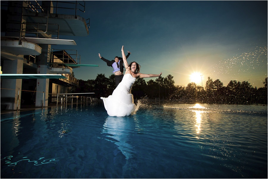 Hochzeitsfotograf Fulda: Trash the Dress mit mehreren Bräuten im Schwimmbad (12)