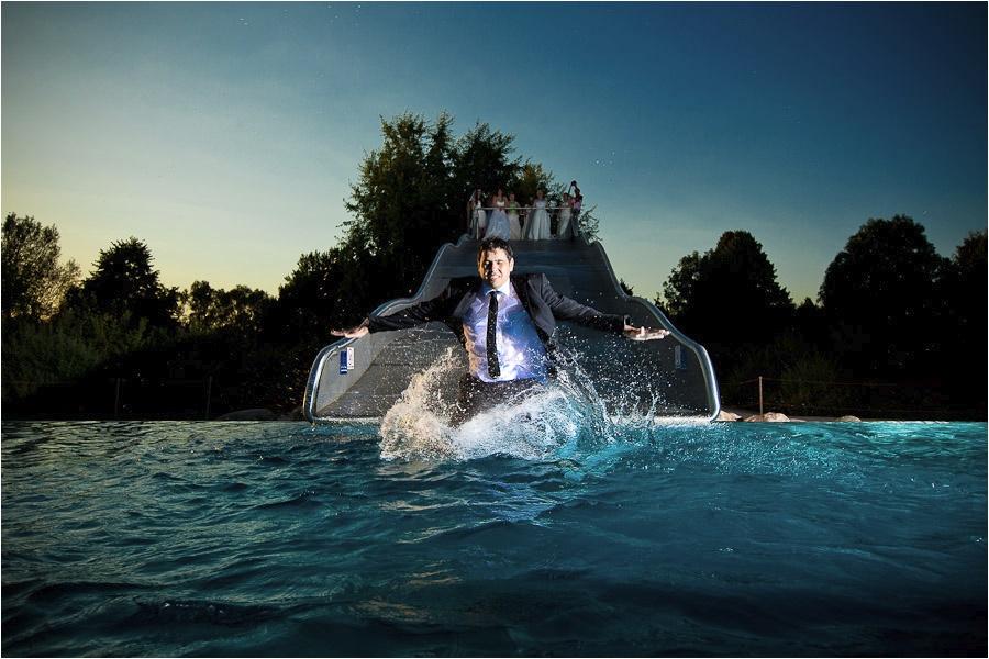 Hochzeitsfotograf Fulda: Trash the Dress mit mehreren Bräuten im Schwimmbad (13)