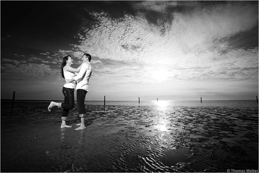 Hochzeitsfotograf Oldenburg: Verlobungs- und Engagement-Fotos am Strand von Greetsiel und Norddeich (11)