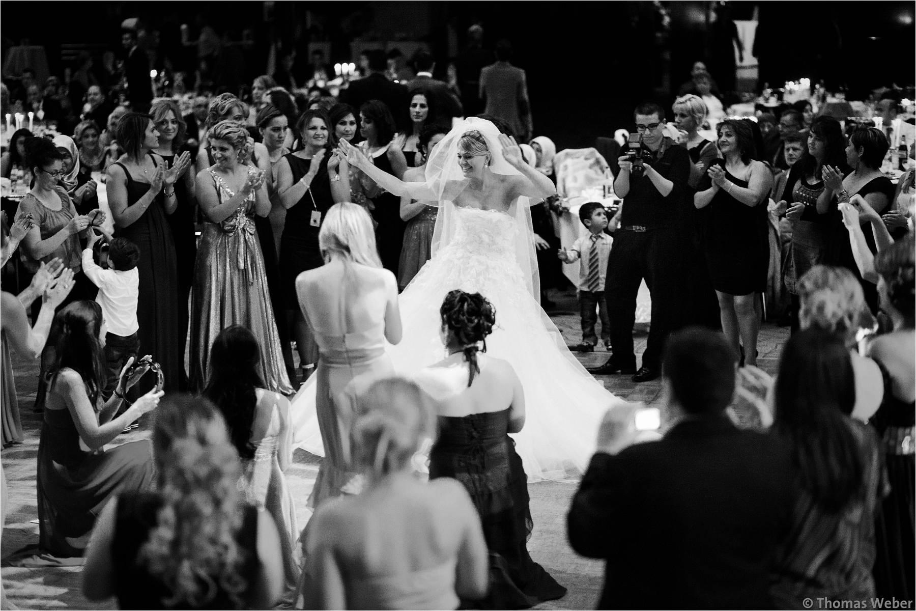 Hochzeitsfotograf Bremen: Türkische Hochzeit auf dem Lür Kropp Hof und Hochzeitsfeier im Maritim Hotel Bremen (22)