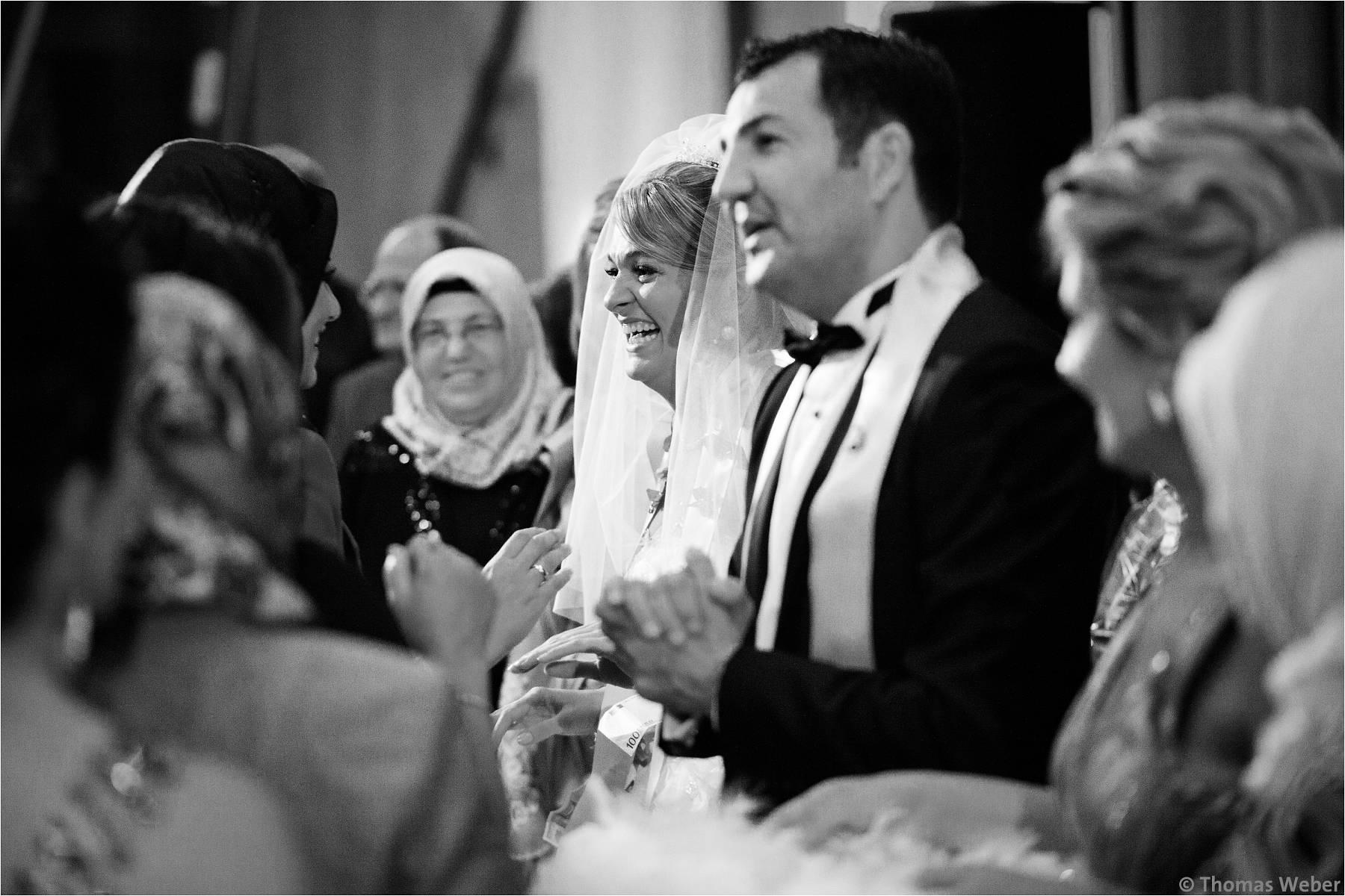 Hochzeitsfotograf Bremen: Türkische Hochzeit auf dem Lür Kropp Hof und Hochzeitsfeier im Maritim Hotel Bremen (26)
