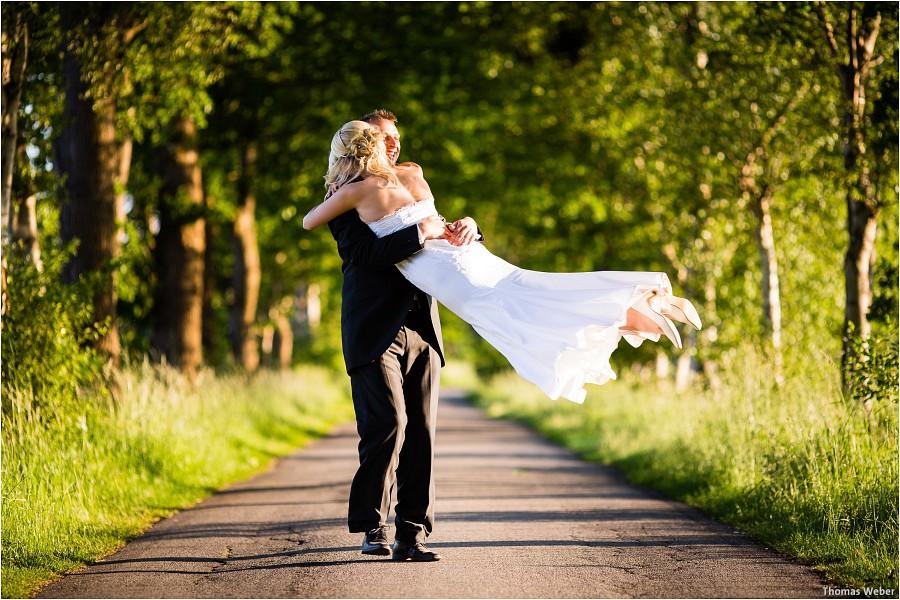 Hochzeitsfotograf Oldenburg: Hochzeitsportraits beim After-Wedding-Shooting in der Natur und am Strand von Dangast (3)
