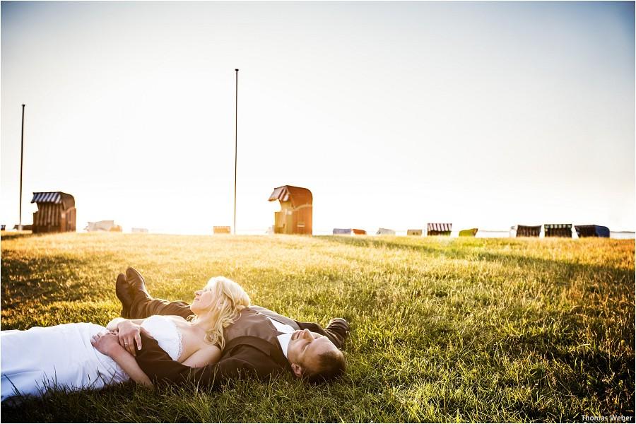 Hochzeitsfotograf Oldenburg: Hochzeitsportraits beim After-Wedding-Shooting in der Natur und am Strand von Dangast (5)