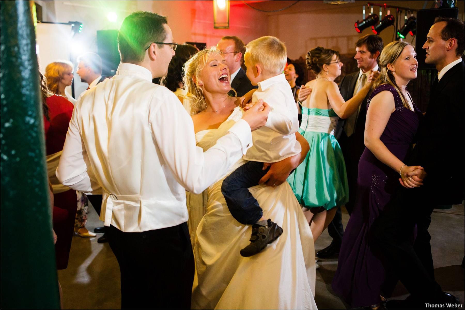 Hochzeitsfotograf Oldenburg: Hochzeit in der Keramikscheune Spickendorf in Halle an der Saale (46)