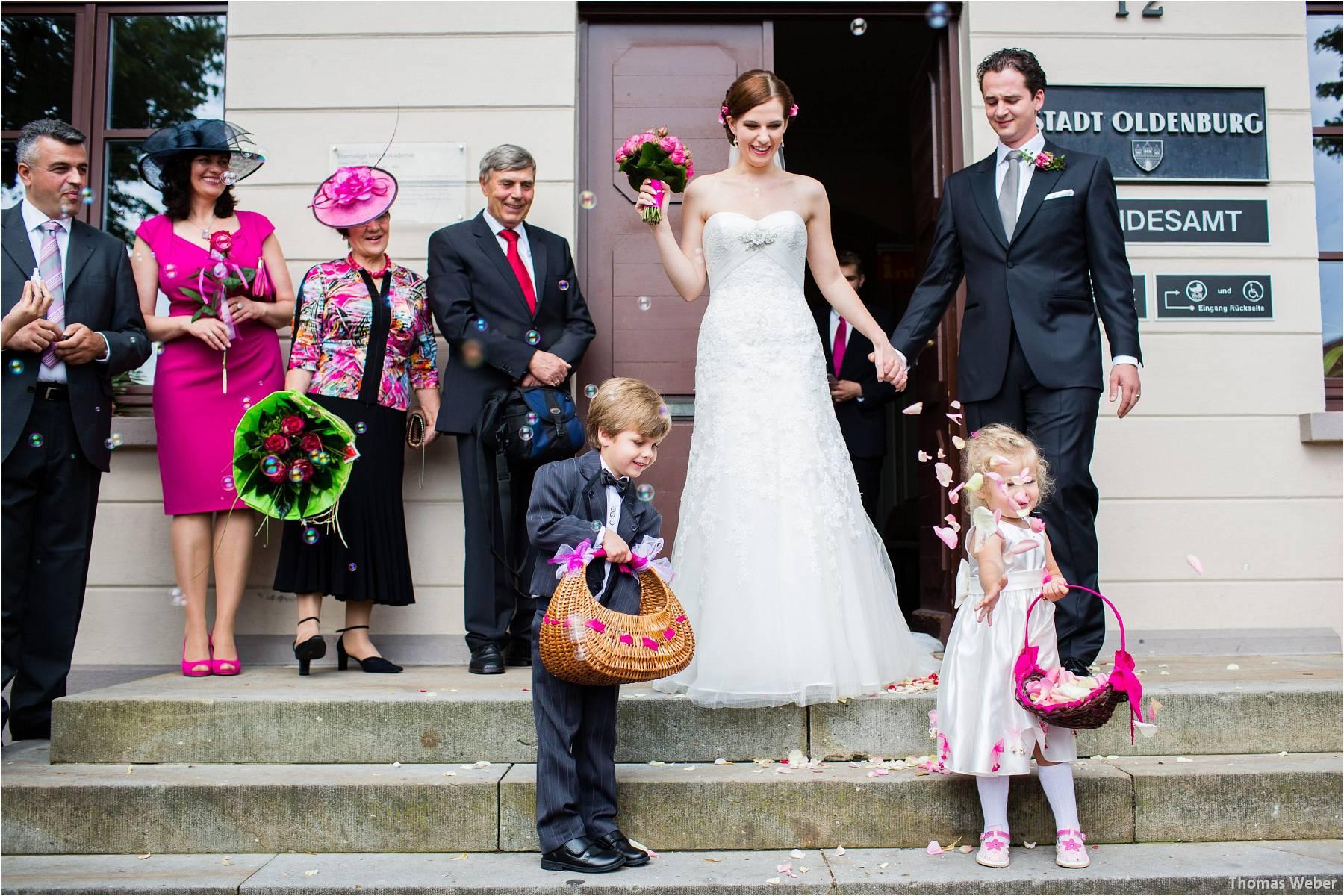 Hochzeitsfotograf Oldenburg: Russische Hochzeit im Standesamt am Pferdemarkt und Hochzeitsfeier im Landhaus Etzhorn (12)
