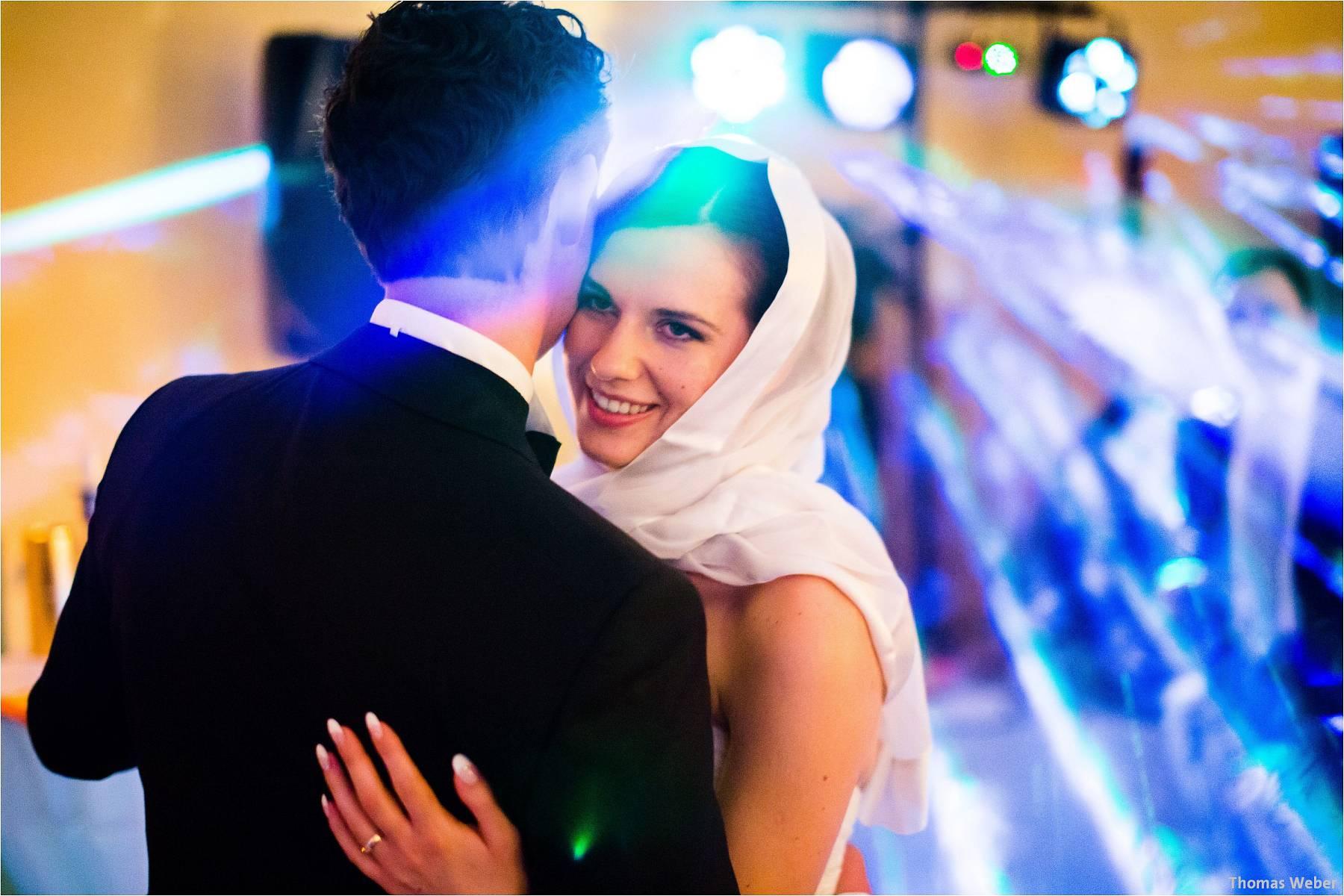 Hochzeitsfotograf Oldenburg: Russische Hochzeit im Standesamt am Pferdemarkt und Hochzeitsfeier im Landhaus Etzhorn (31)
