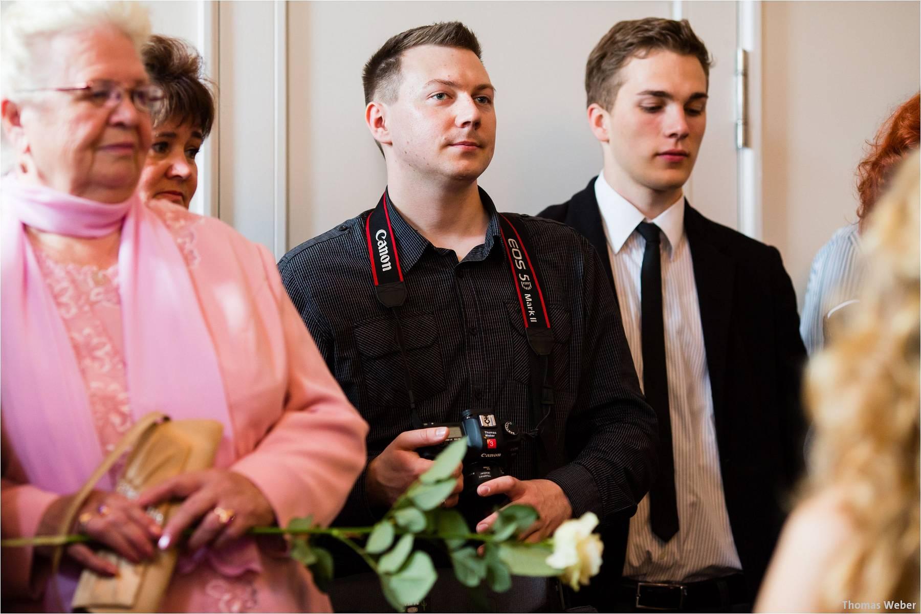Hochzeitsfotograf Oldenburg: Russische Hochzeit im Standesamt am Pferdemarkt und Hochzeitsfeier im Landhaus Etzhorn (34)