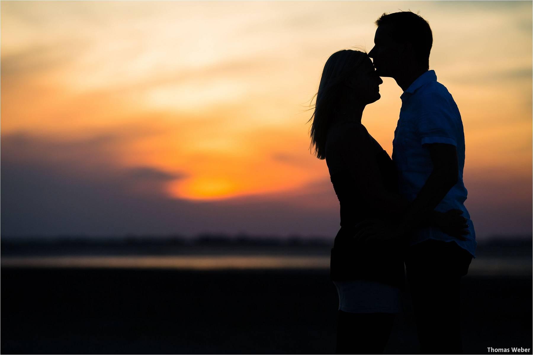 Hochzeitsfotograf Oldenburg: Engagement-Verlobungs-Paarfotos am Strand von Dangast/Varel an der Nordsee (9)
