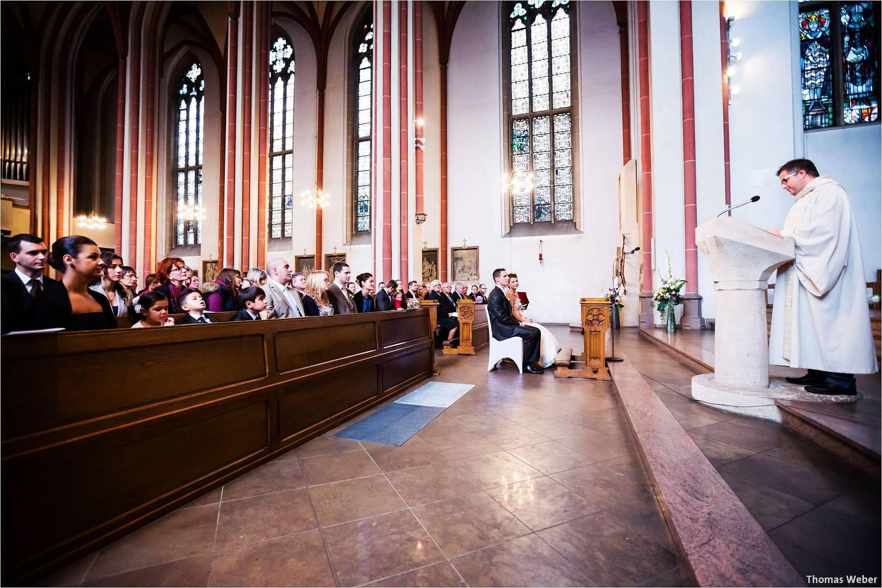 Hochzeitsfotograf Bremen: Kirchliche Trauung in der Propsteikirche St. Johann im Bremer Schnoor und Hochzeitsfeier bei Rogge Dünsen (6)