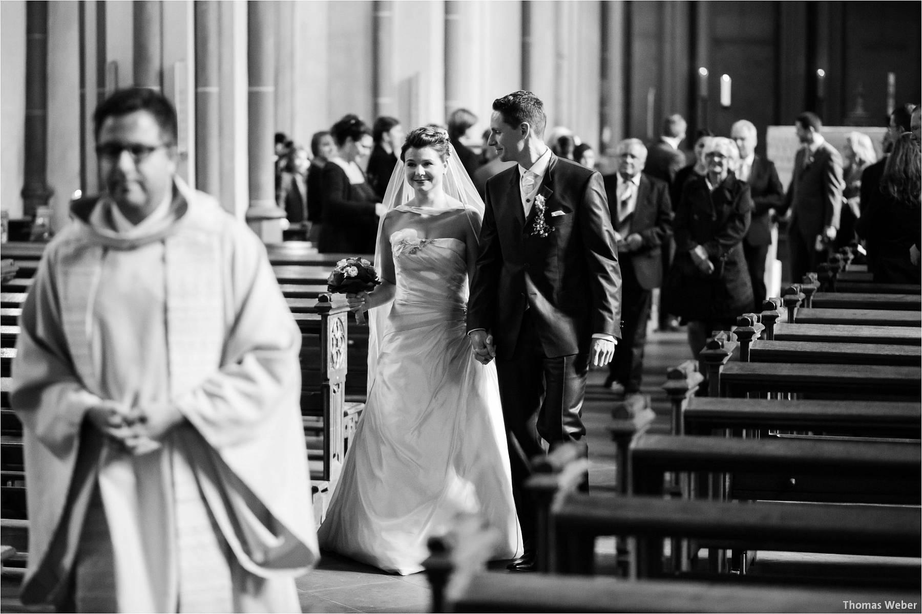 Hochzeitsfotograf Bremen: Kirchliche Trauung in der Propsteikirche St. Johann im Bremer Schnoor und Hochzeitsfeier bei Rogge Dünsen (13)