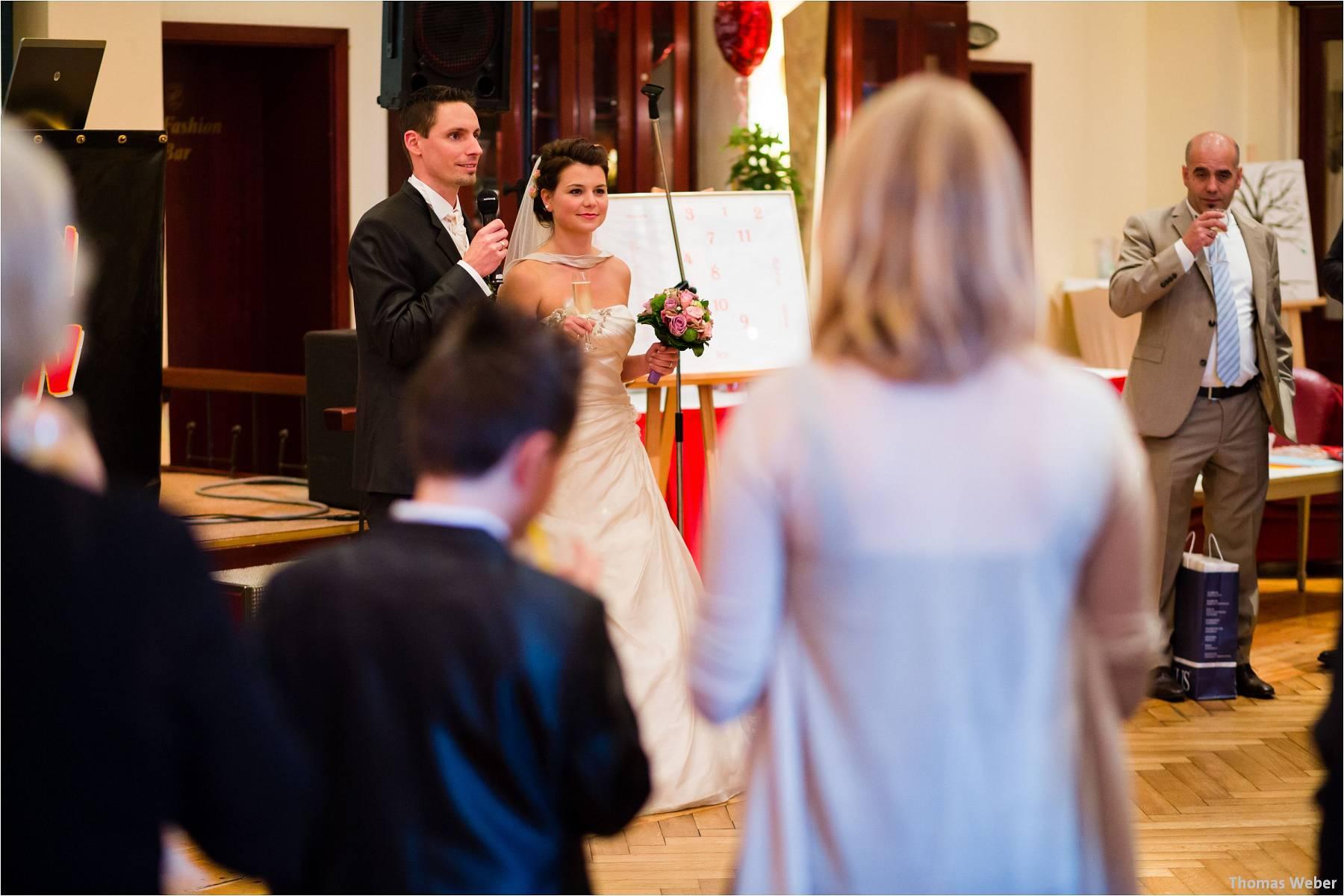 Hochzeitsfotograf Bremen: Kirchliche Trauung in der Propsteikirche St. Johann im Bremer Schnoor und Hochzeitsfeier bei Rogge Dünsen (29)