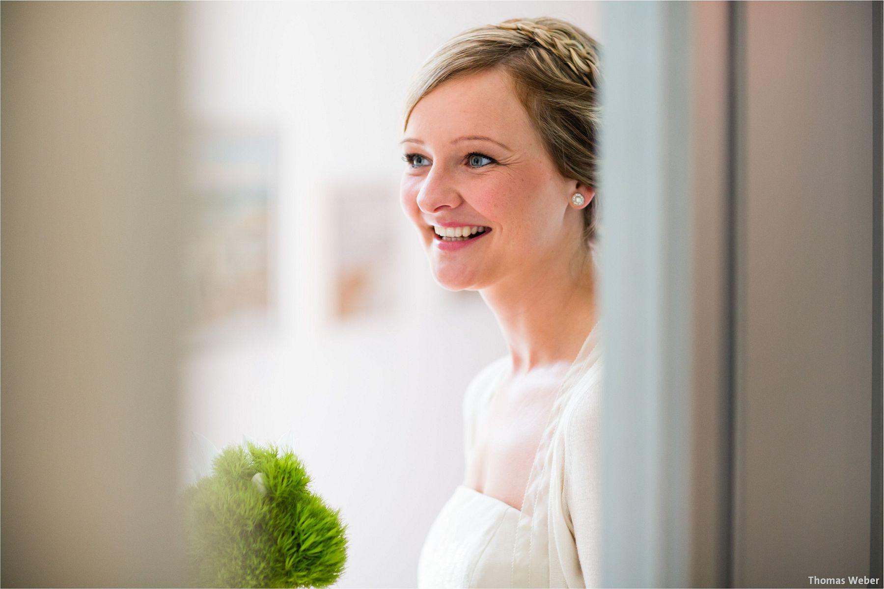 Hochzeitsfotograf Papenburg: Standesamtliche Trauung auf der Burg Kniphausen und Feier im Le Patron am Meer (3)
