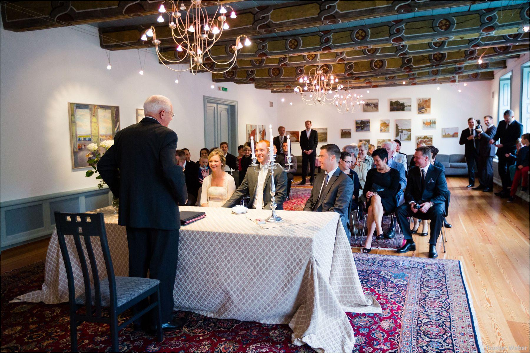 Hochzeitsfotograf Papenburg: Standesamtliche Trauung auf der Burg Kniphausen und Feier im Le Patron am Meer (4)