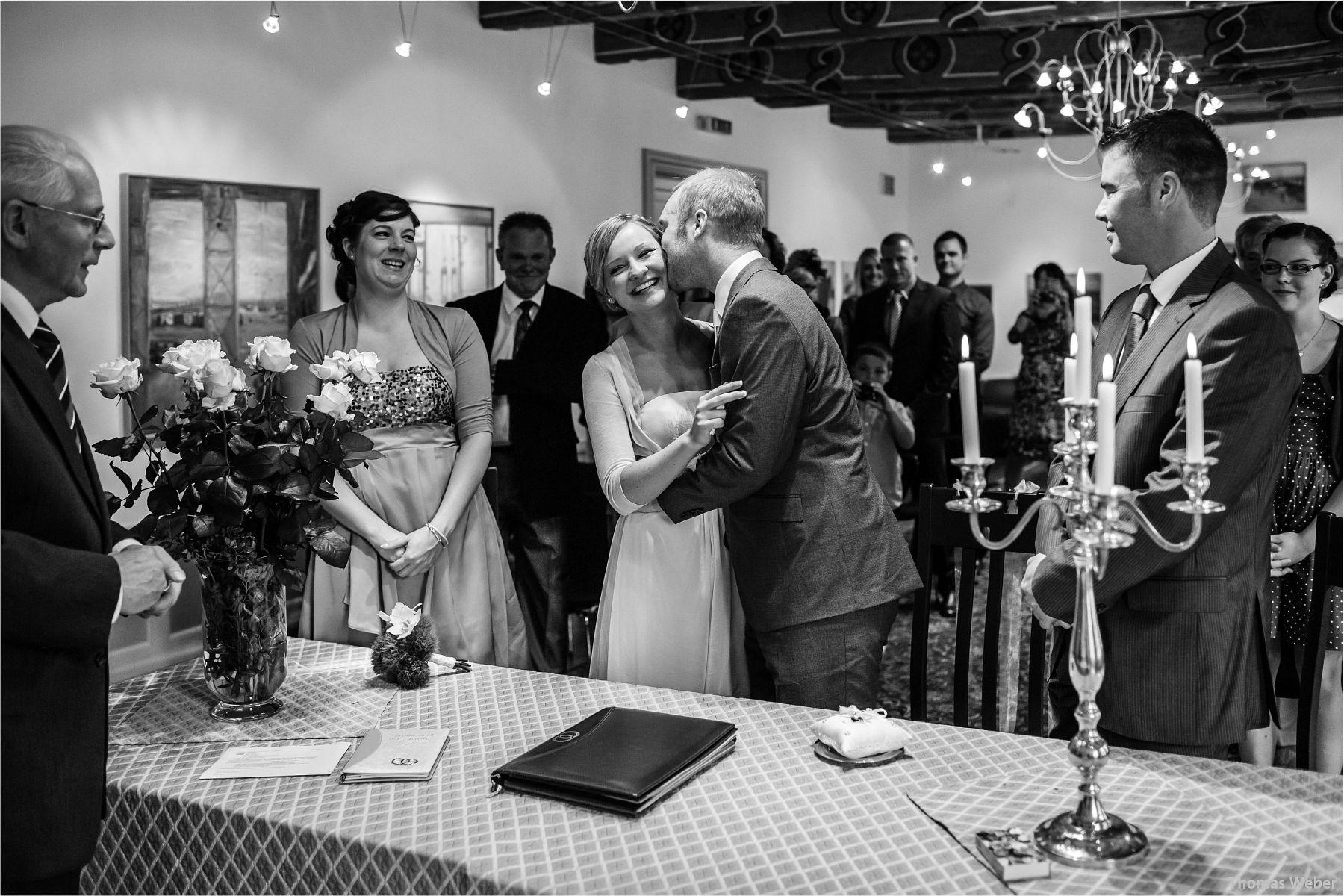 Hochzeitsfotograf Papenburg: Standesamtliche Trauung auf der Burg Kniphausen und Feier im Le Patron am Meer (11)