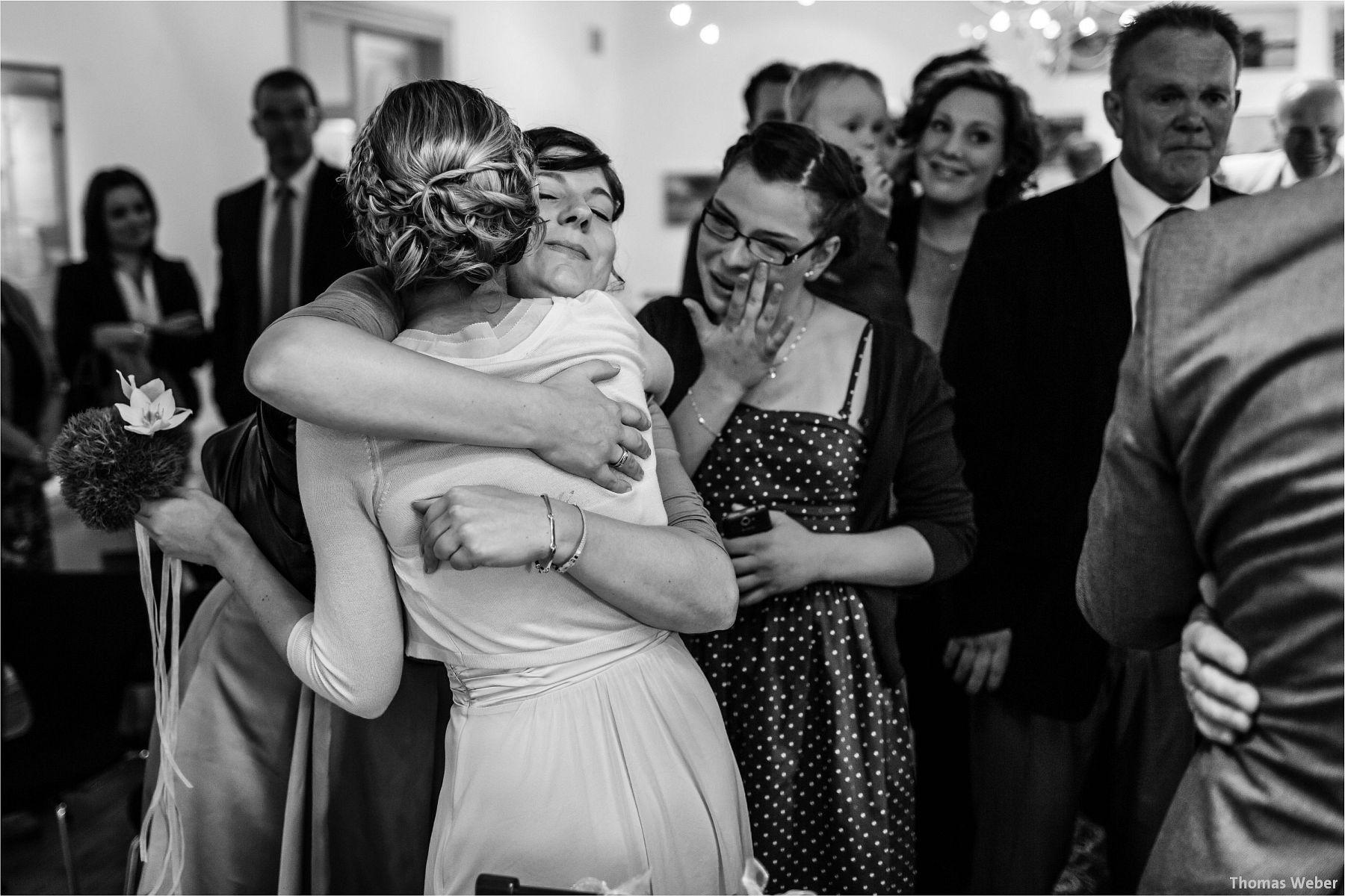 Hochzeitsfotograf Papenburg: Standesamtliche Trauung auf der Burg Kniphausen und Feier im Le Patron am Meer (13)