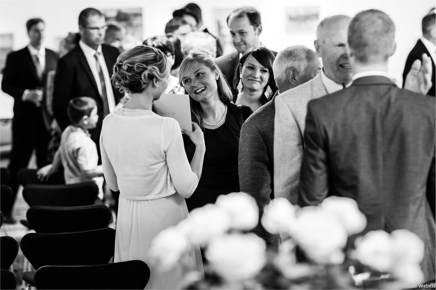 Hochzeitsfotograf Papenburg: Standesamtliche Trauung auf der Burg Kniphausen und Feier im Le Patron am Meer (15)