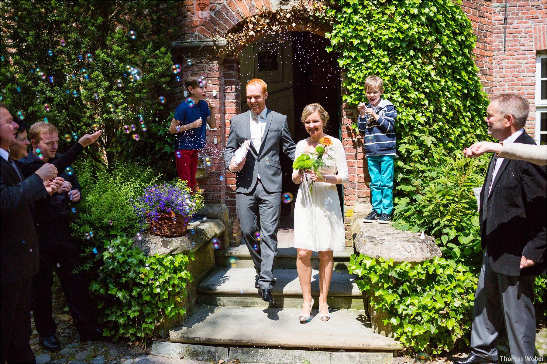Hochzeitsfotograf Papenburg: Standesamtliche Trauung auf der Burg Kniphausen und Feier im Le Patron am Meer (17)