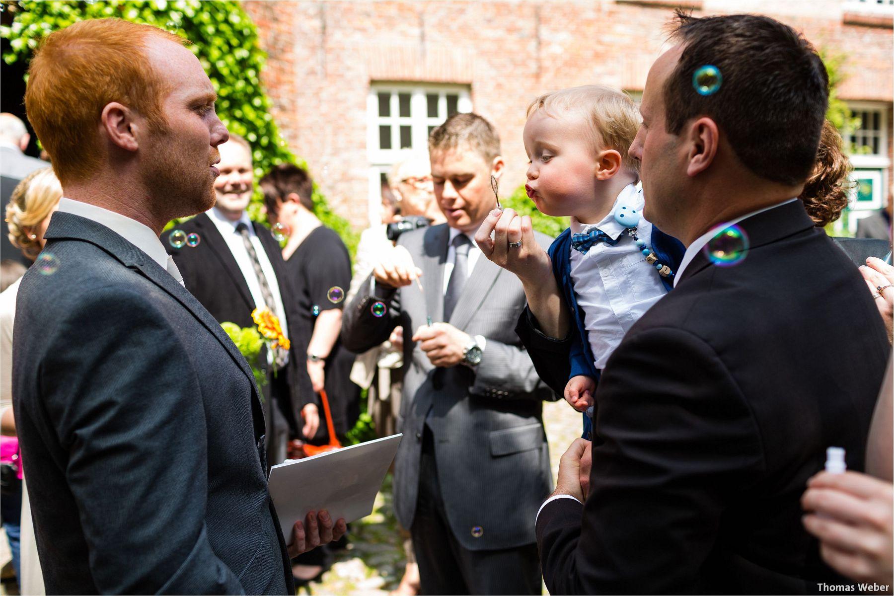 Hochzeitsfotograf Papenburg: Standesamtliche Trauung auf der Burg Kniphausen und Feier im Le Patron am Meer (18)