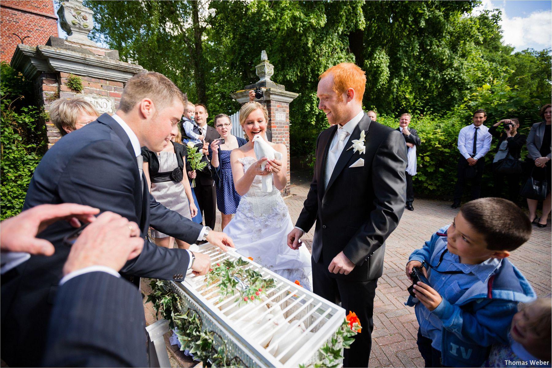 Hochzeitsfotograf Papenburg: Standesamtliche Trauung auf der Burg Kniphausen und Feier im Le Patron am Meer (52)