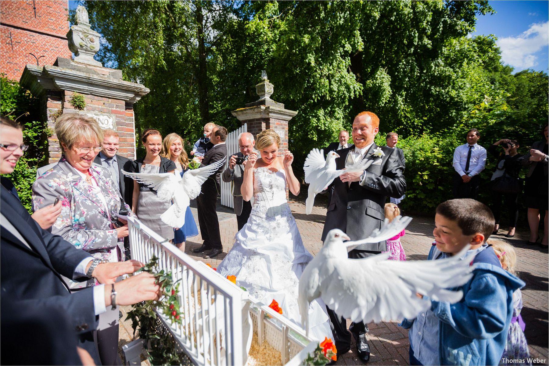Hochzeitsfotograf Papenburg: Standesamtliche Trauung auf der Burg Kniphausen und Feier im Le Patron am Meer (53)