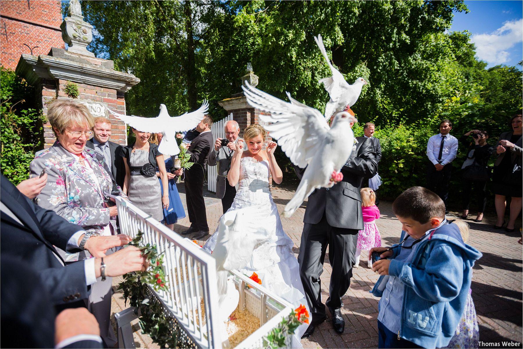 Hochzeitsfotograf Papenburg: Standesamtliche Trauung auf der Burg Kniphausen und Feier im Le Patron am Meer (54)