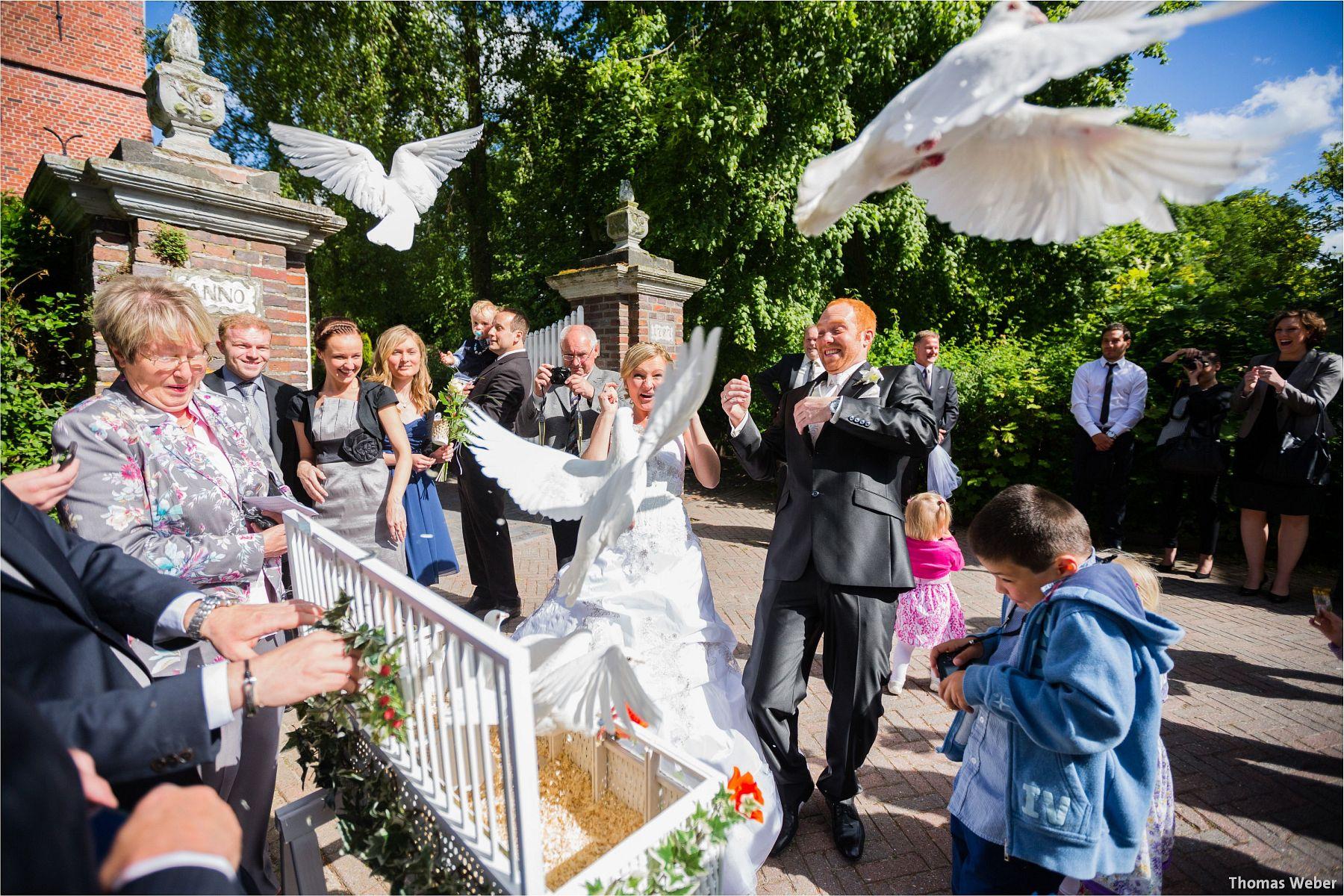 Hochzeitsfotograf Papenburg: Standesamtliche Trauung auf der Burg Kniphausen und Feier im Le Patron am Meer (55)