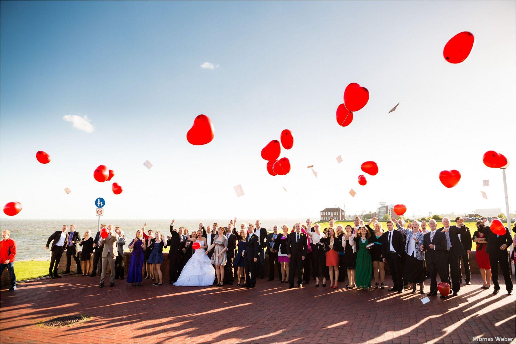 Hochzeitsfotograf Papenburg: Standesamtliche Trauung auf der Burg Kniphausen und Feier im Le Patron am Meer (62)