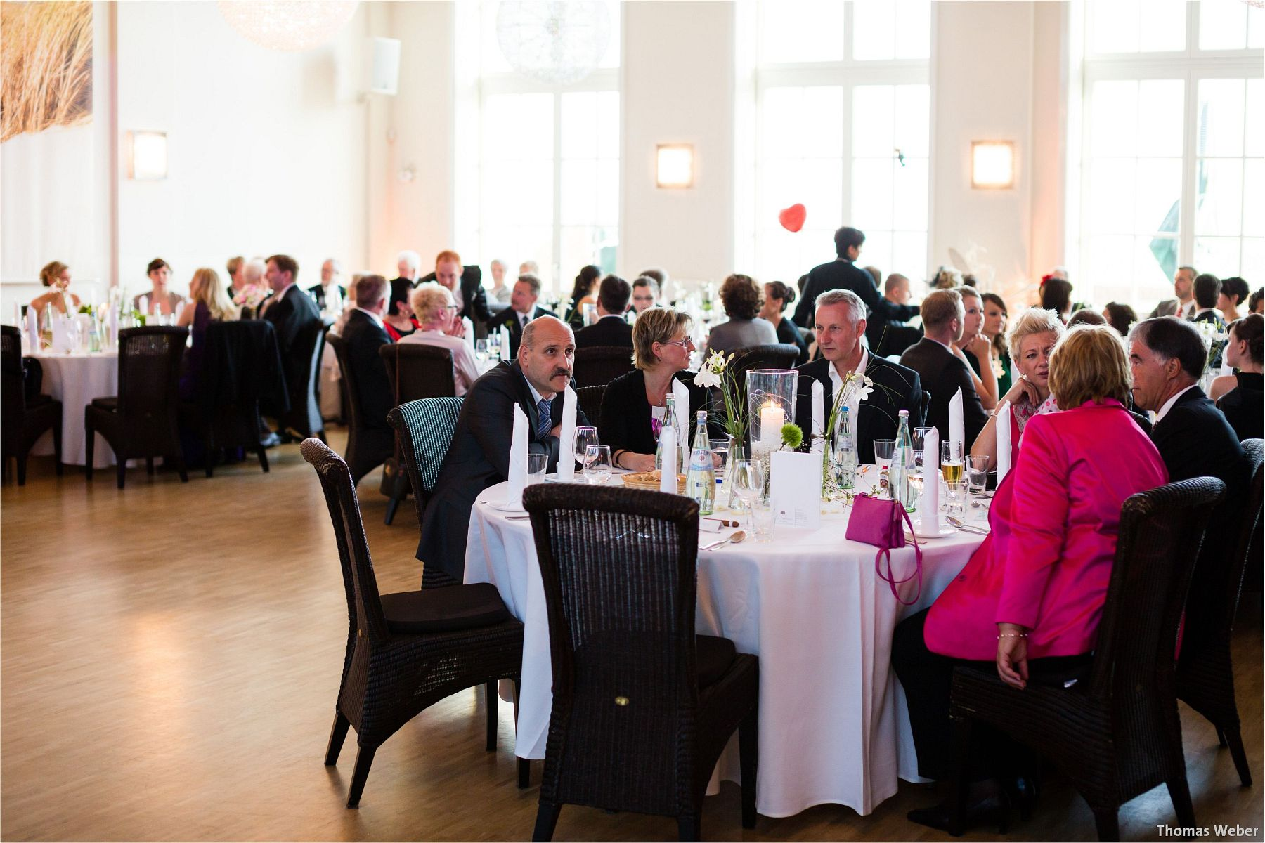 Hochzeitsfotograf Papenburg: Standesamtliche Trauung auf der Burg Kniphausen und Feier im Le Patron am Meer (68)