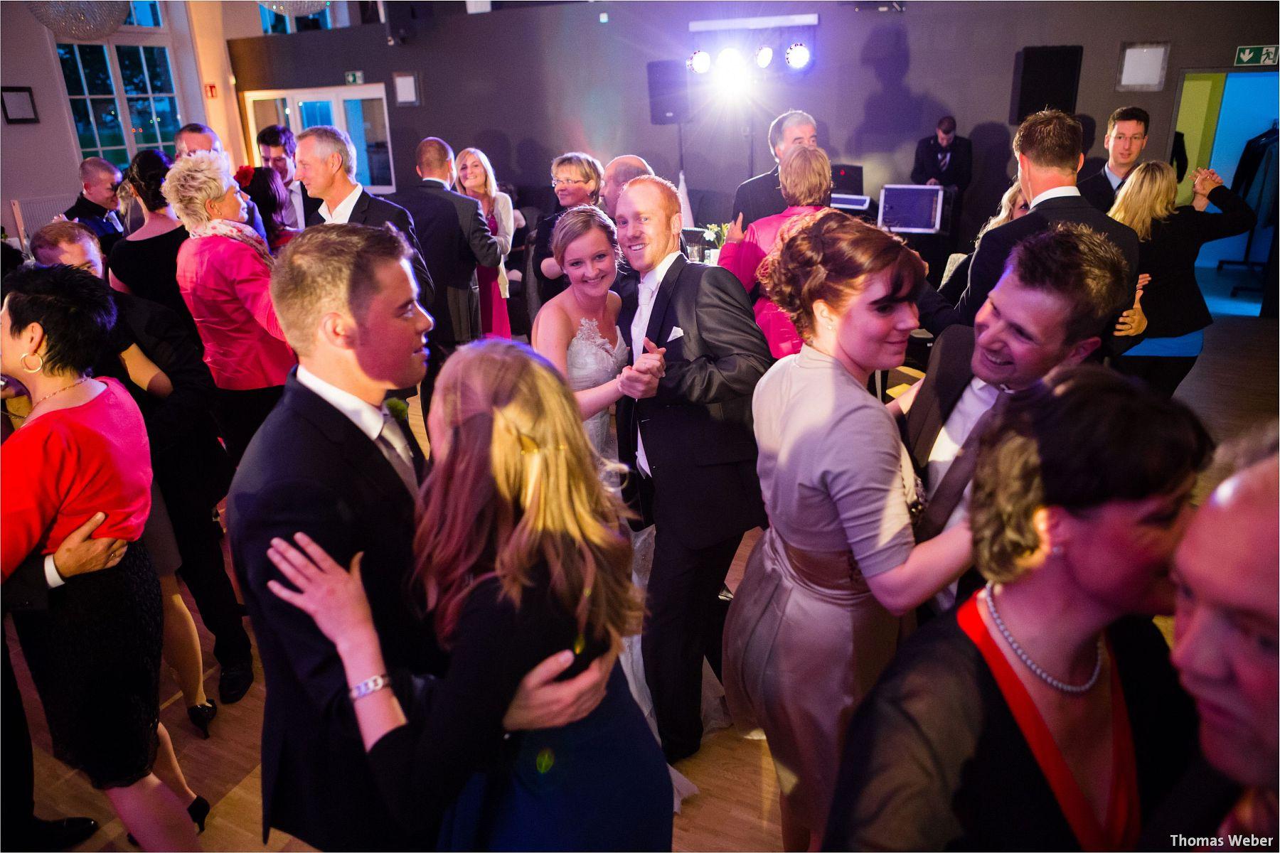 Hochzeitsfotograf Papenburg: Standesamtliche Trauung auf der Burg Kniphausen und Feier im Le Patron am Meer (69)