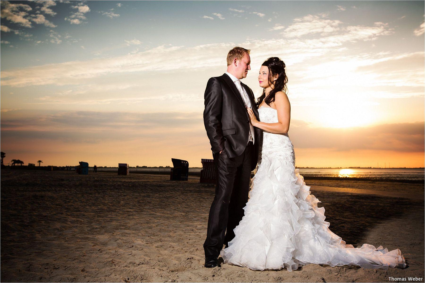 Hochzeitsfotograf Oldenburg: Hochzeitsportraits bei einem After Wedding Shooting am Nordsee-Strand von Dangast/Varel bei Sonnenuntergang (11)
