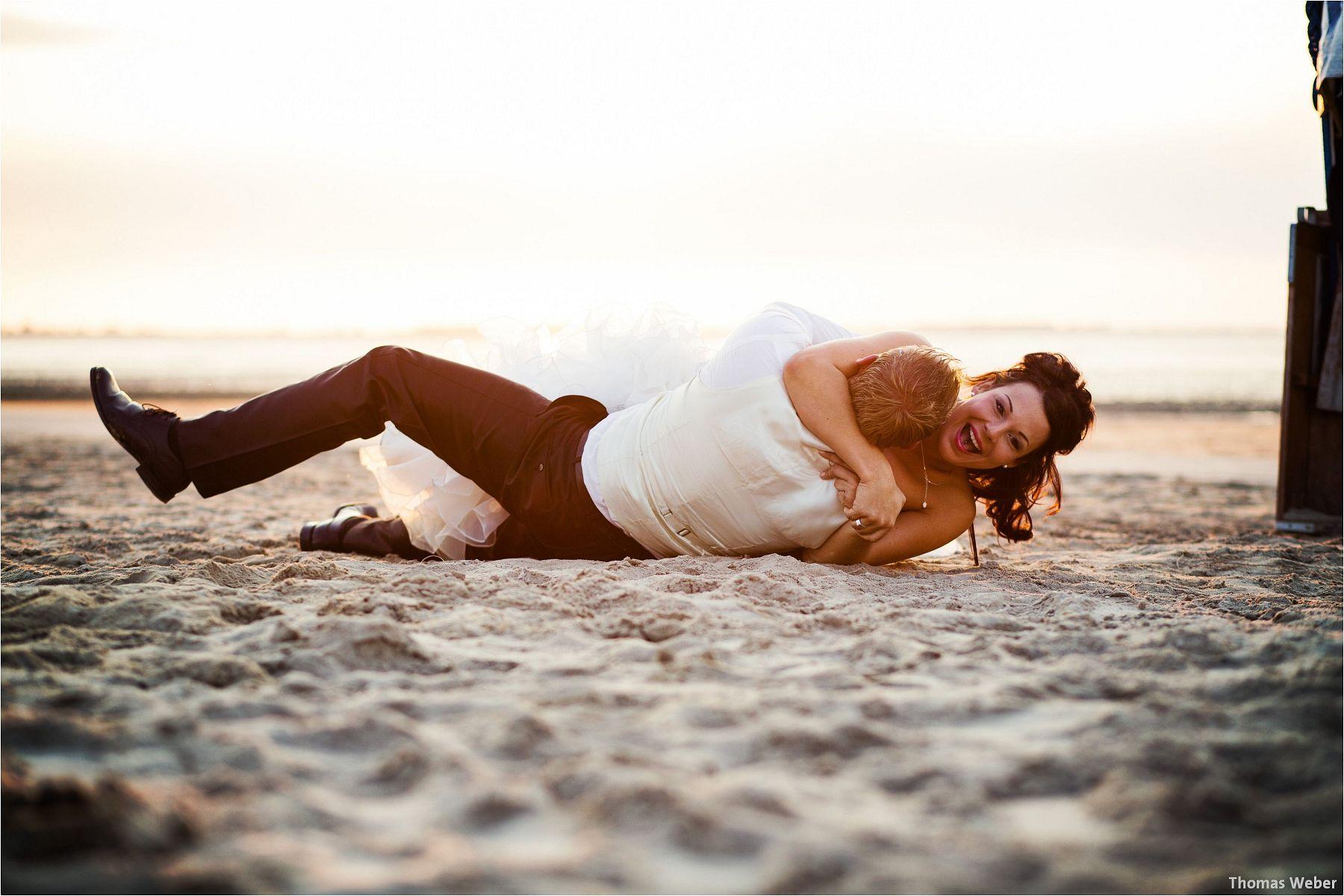 Hochzeitsfotograf Oldenburg: Hochzeitsportraits bei einem After Wedding Shooting am Nordsee-Strand von Dangast/Varel bei Sonnenuntergang (15)