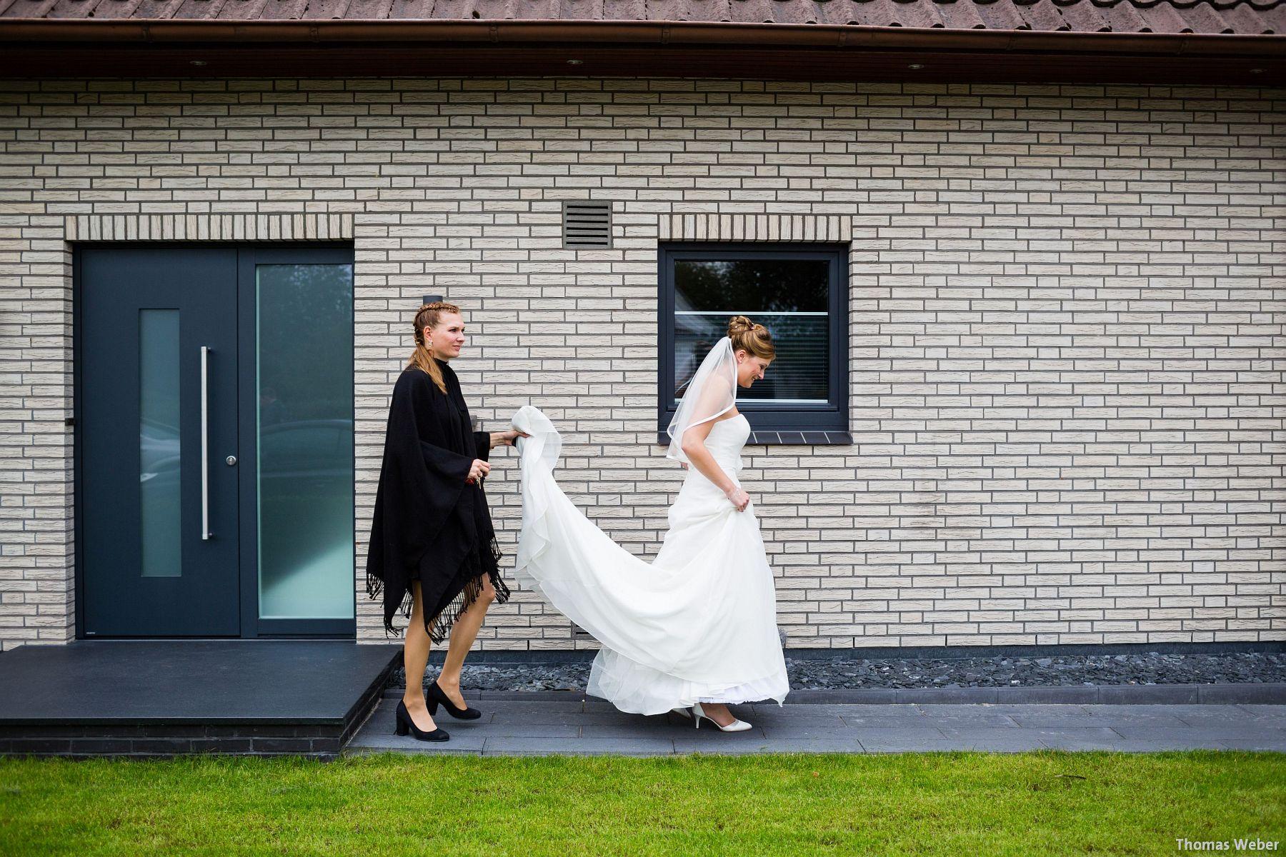 Hochzeitsfotograf Rastede: Kirchliche Trauung in der St. Ulrichs Kirche Rastede und Hochzeitsfeier in der Eventscheune St Georg Rastede mit dem Catering von Michael Niebuhr aus Oldenburg (13)
