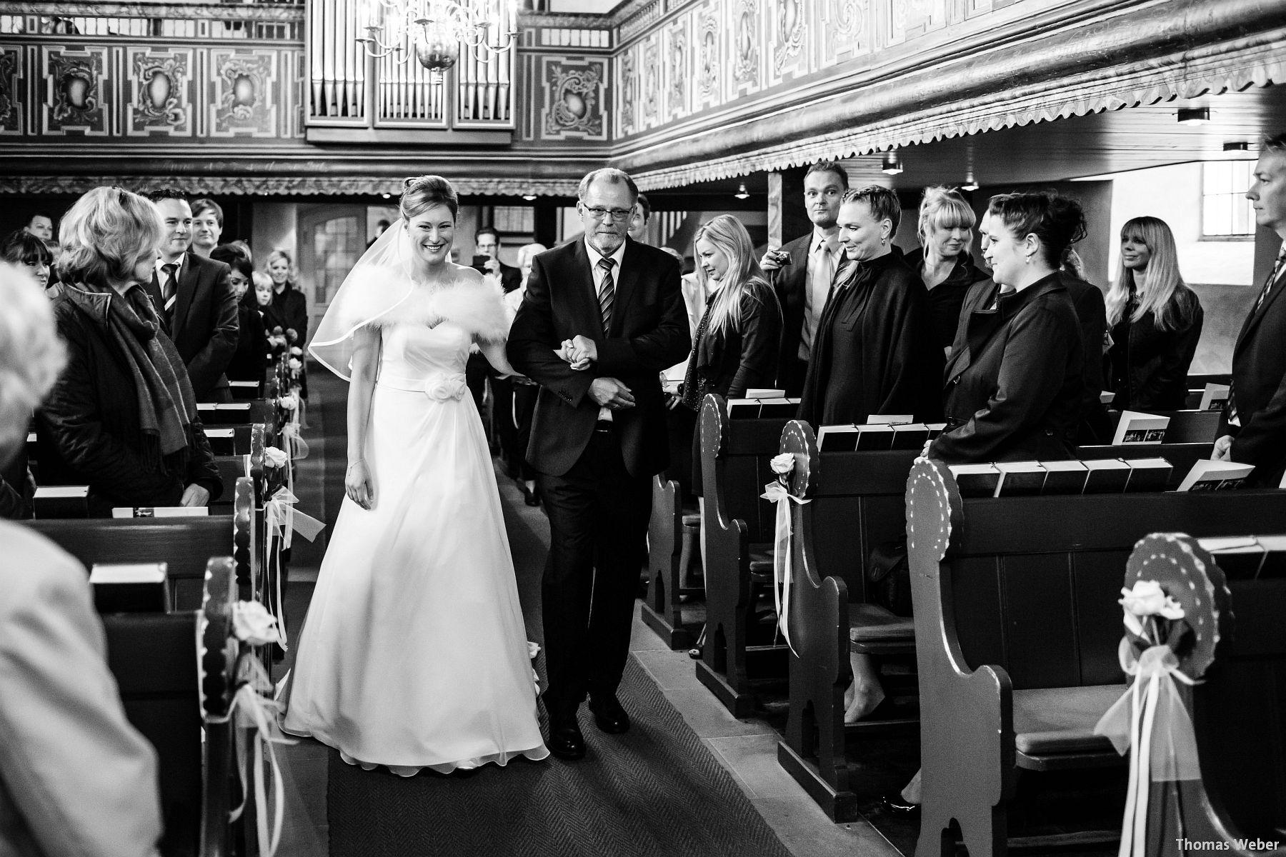 Hochzeitsfotograf Rastede: Kirchliche Trauung in der St. Ulrichs Kirche Rastede und Hochzeitsfeier in der Eventscheune St Georg Rastede mit dem Catering von Michael Niebuhr aus Oldenburg (17)