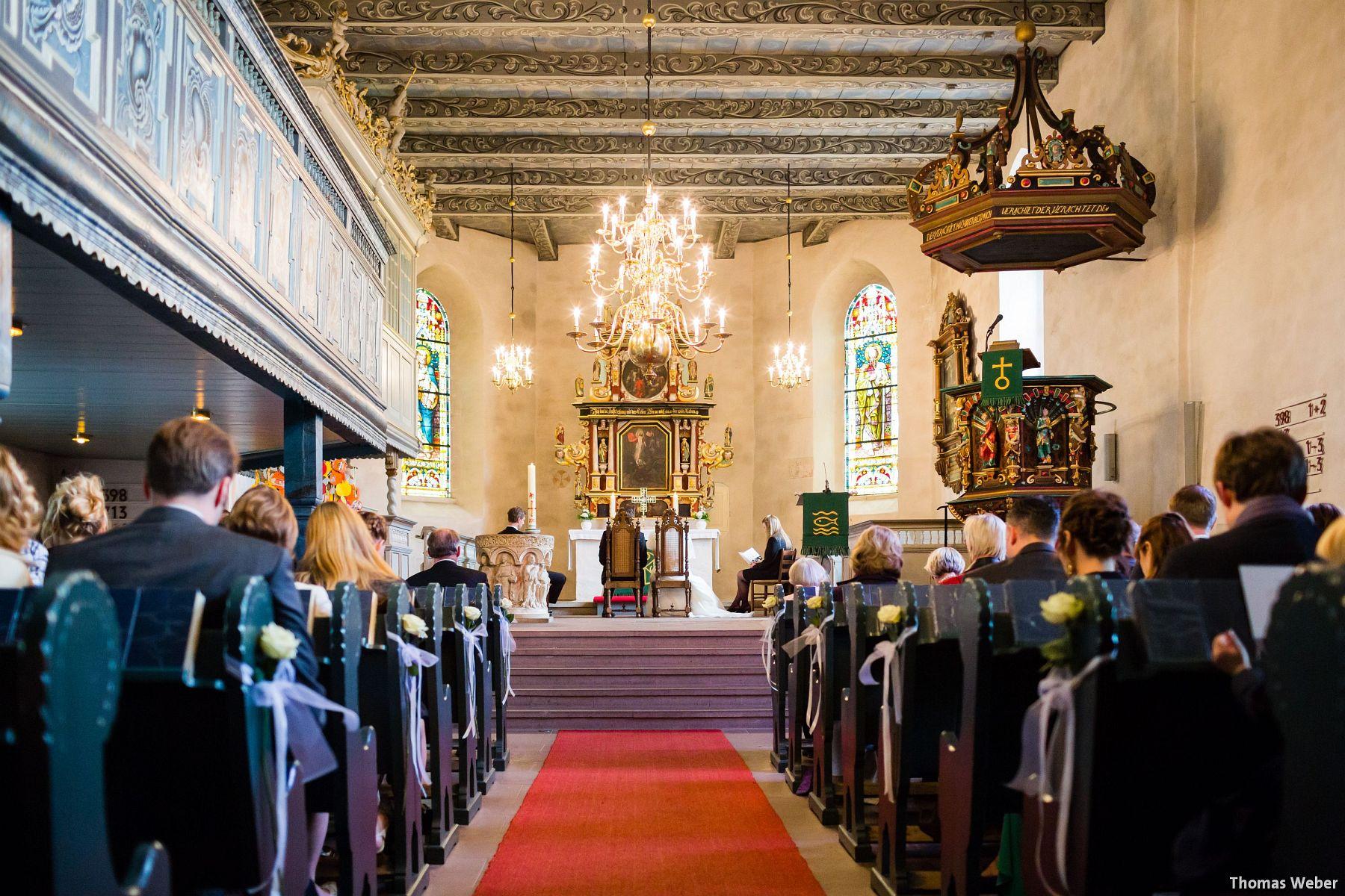 Hochzeitsfotograf Rastede: Kirchliche Trauung in der St. Ulrichs Kirche Rastede und Hochzeitsfeier in der Eventscheune St Georg Rastede mit dem Catering von Michael Niebuhr aus Oldenburg (22)