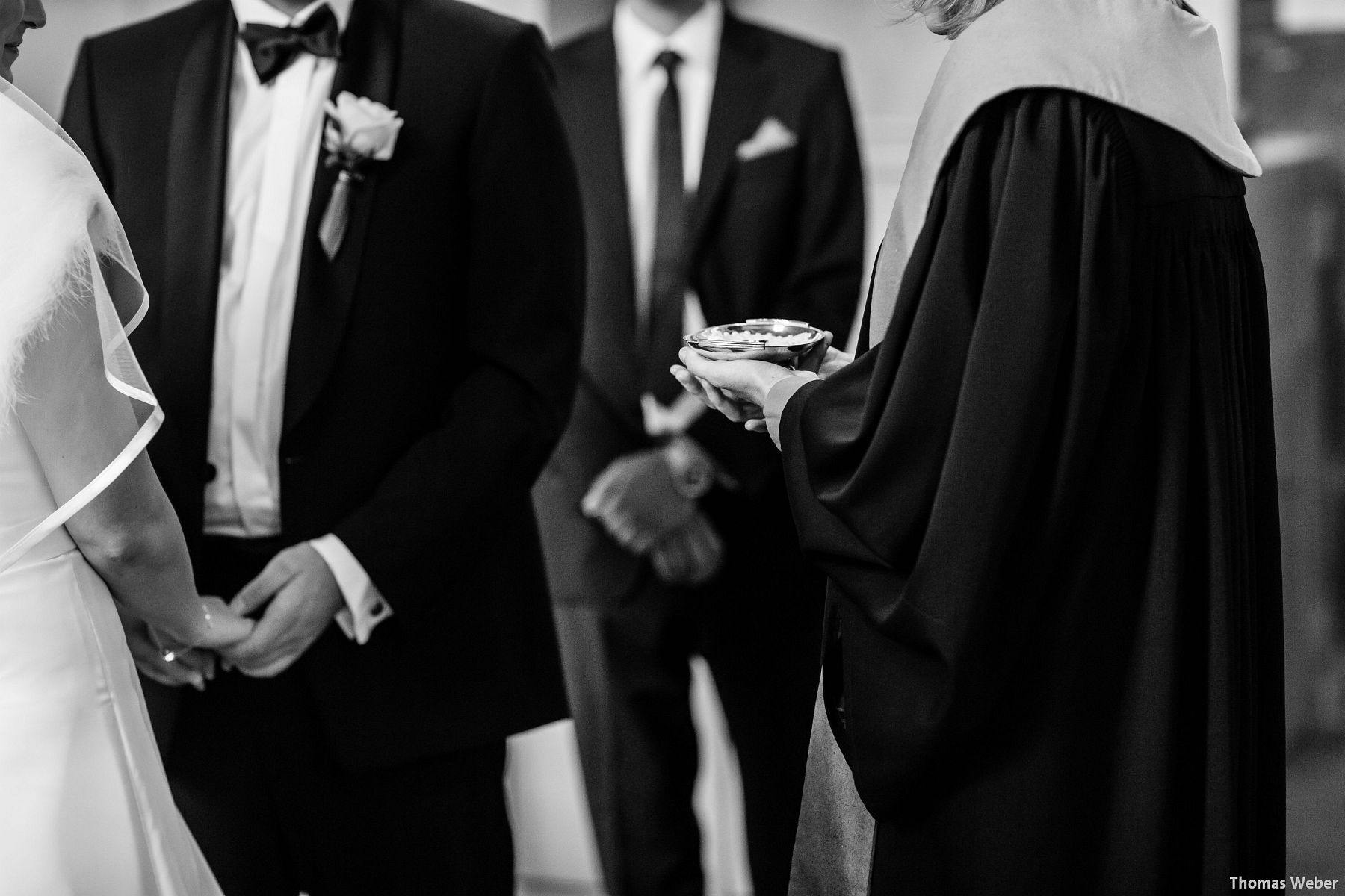Hochzeitsfotograf Rastede: Kirchliche Trauung in der St. Ulrichs Kirche Rastede und Hochzeitsfeier in der Eventscheune St Georg Rastede mit dem Catering von Michael Niebuhr aus Oldenburg (26)