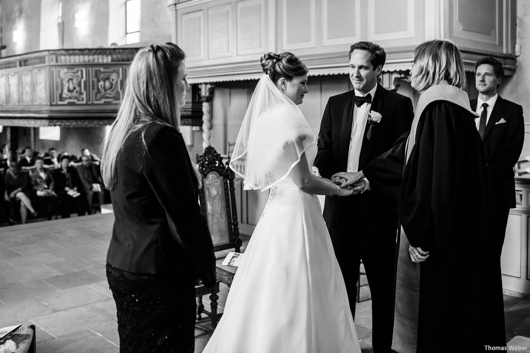 Hochzeitsfotograf Rastede: Kirchliche Trauung in der St. Ulrichs Kirche Rastede und Hochzeitsfeier in der Eventscheune St Georg Rastede mit dem Catering von Michael Niebuhr aus Oldenburg (28)