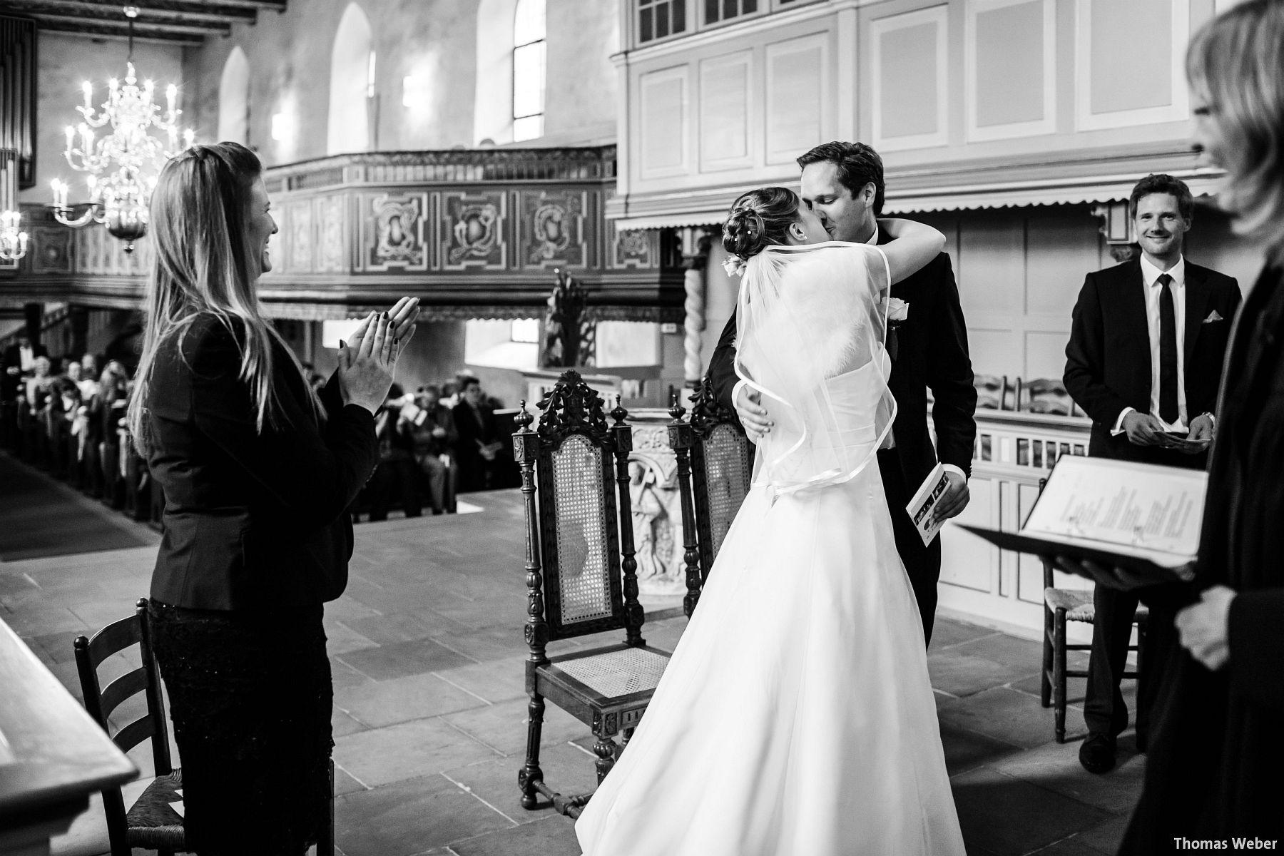 Hochzeitsfotograf Rastede: Kirchliche Trauung in der St. Ulrichs Kirche Rastede und Hochzeitsfeier in der Eventscheune St Georg Rastede mit dem Catering von Michael Niebuhr aus Oldenburg (30)