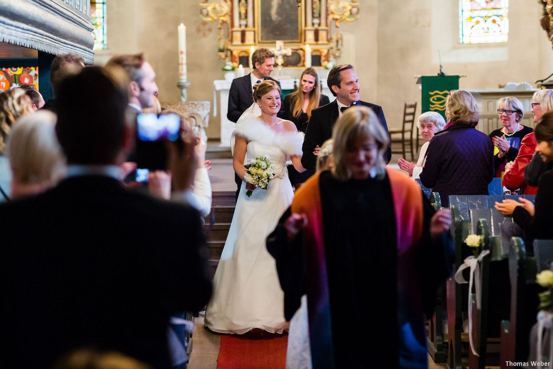 Hochzeitsfotograf Rastede: Kirchliche Trauung in der St. Ulrichs Kirche Rastede und Hochzeitsfeier in der Eventscheune St Georg Rastede mit dem Catering von Michael Niebuhr aus Oldenburg (31)