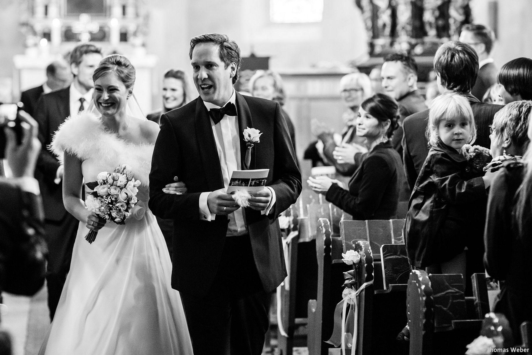 Hochzeitsfotograf Rastede: Kirchliche Trauung in der St. Ulrichs Kirche Rastede und Hochzeitsfeier in der Eventscheune St Georg Rastede mit dem Catering von Michael Niebuhr aus Oldenburg (32)