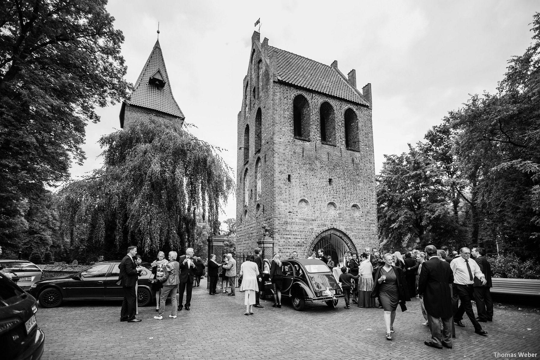 Hochzeitsfotograf Rastede: Kirchliche Trauung in der St. Ulrichs Kirche Rastede und Hochzeitsfeier in der Eventscheune St Georg Rastede mit dem Catering von Michael Niebuhr aus Oldenburg (33)
