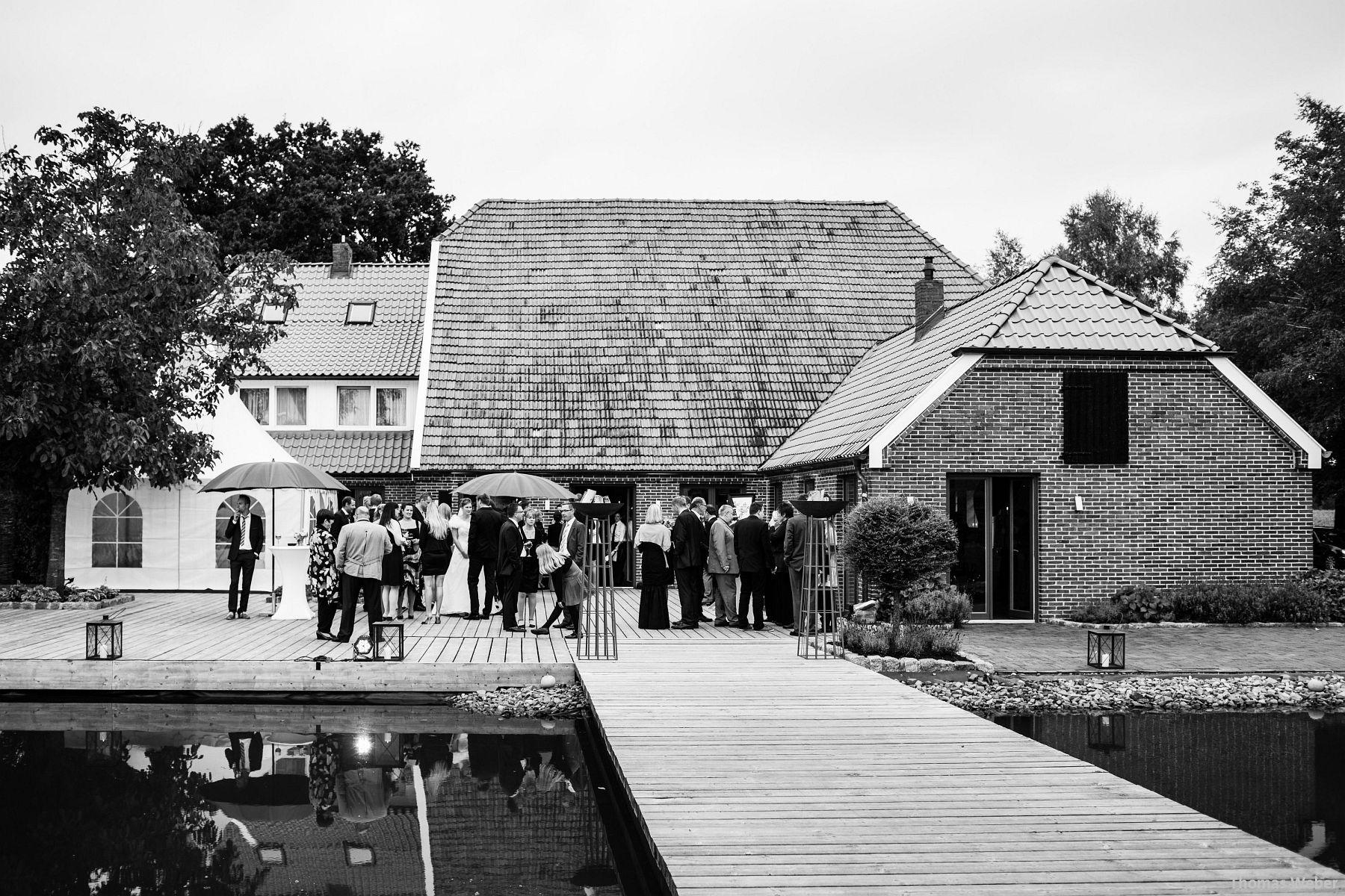 Hochzeitsfotograf Rastede: Kirchliche Trauung in der St. Ulrichs Kirche Rastede und Hochzeitsfeier in der Eventscheune St Georg Rastede mit dem Catering von Michael Niebuhr aus Oldenburg (41)
