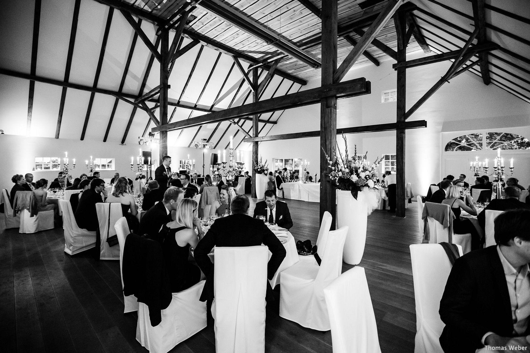 Hochzeitsfotograf Rastede: Kirchliche Trauung in der St. Ulrichs Kirche Rastede und Hochzeitsfeier in der Eventscheune St Georg Rastede mit dem Catering von Michael Niebuhr aus Oldenburg (47)