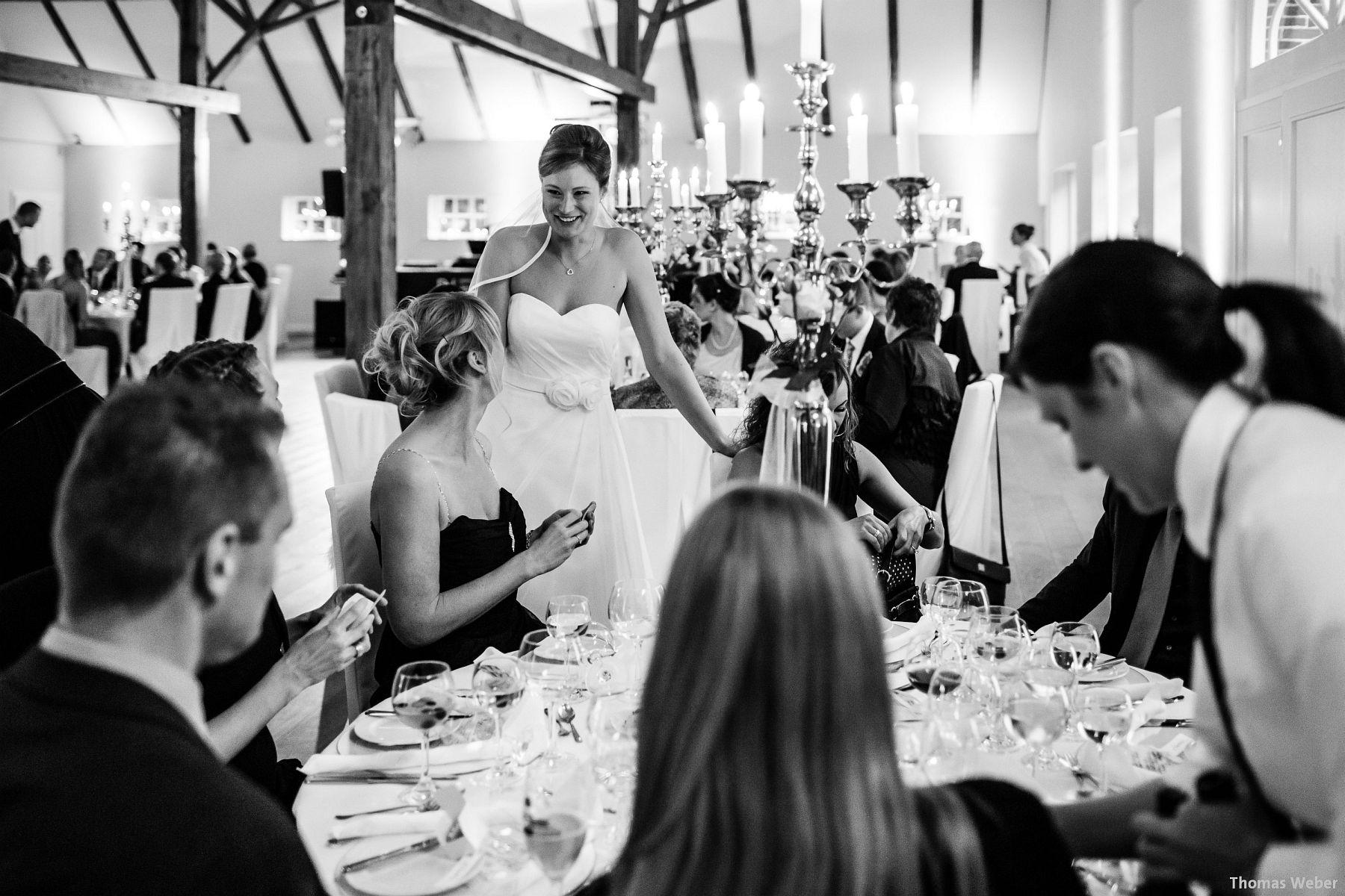 Hochzeitsfotograf Rastede: Kirchliche Trauung in der St. Ulrichs Kirche Rastede und Hochzeitsfeier in der Eventscheune St Georg Rastede mit dem Catering von Michael Niebuhr aus Oldenburg (48)